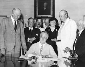 Franklin Delano Roosevelt Signs Social Security Act FDR 1935